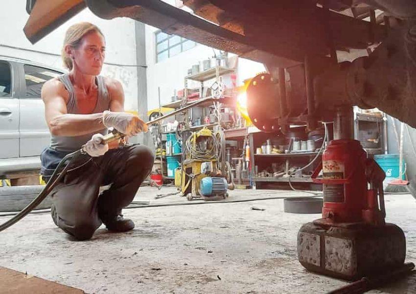 Natalia Rondinara: marplatense y mecánica de camiones